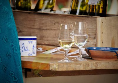 Voda k vínu patří, zvlášť během slunečného dne. Dostanete ji u každého sklepa.