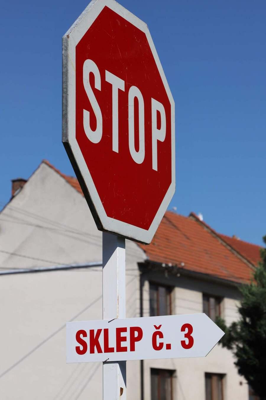 OS-cedule-stop-sklep1_Ales_Duda
